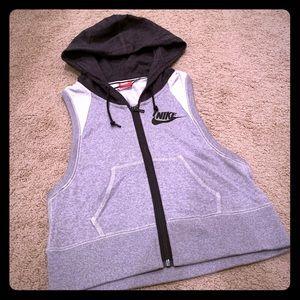 Nike Women's District 72 Full-Zip Vest